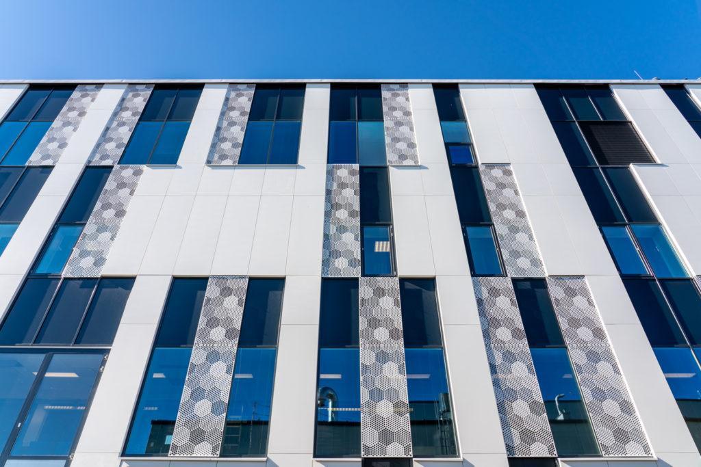 Teräselementti uudisti TAYS F -rakennuksen julkisivut